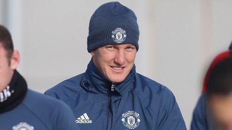 Mourinho goi Schweinsteiger tro lai tap cung doi 1 M.U chi de cho 'du mam' - Anh 1
