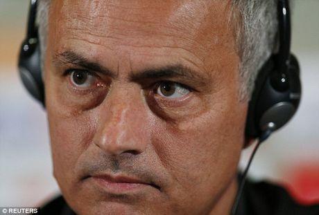 Mourinho goi Schweinsteiger tro lai tap cung doi 1 M.U chi de cho 'du mam' - Anh 3
