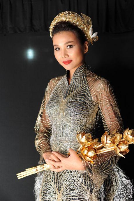 Toc Tien nong bong len san catwalk Tuan le thoi trang quoc te Viet Nam - Anh 5