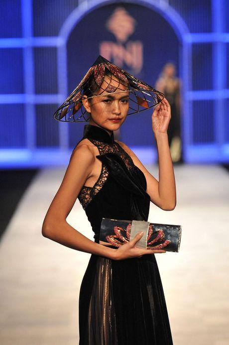 Toc Tien nong bong len san catwalk Tuan le thoi trang quoc te Viet Nam - Anh 7