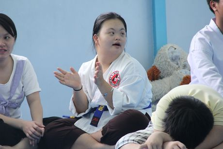 Cam dong lop day vo mien phi cho nguoi tu ky o Sai Gon - Anh 5