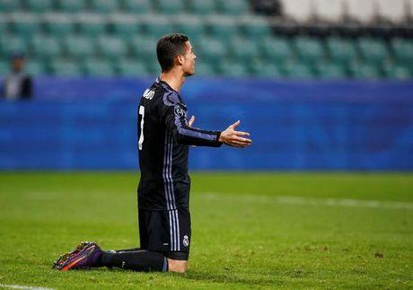 Noi got Barca, Real hoa that vong Legia Warszawa - Anh 1