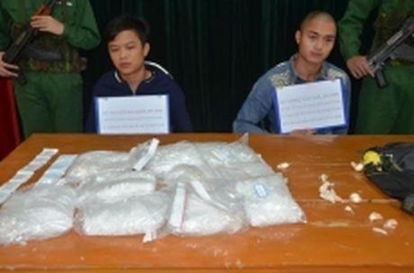 Bat giu vu van chuyen 5 kg ma tuy da tai Quang Ninh - Anh 1