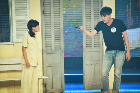 Chang trai phuc vu quan an gay xuc dong o game show hai - Anh 10