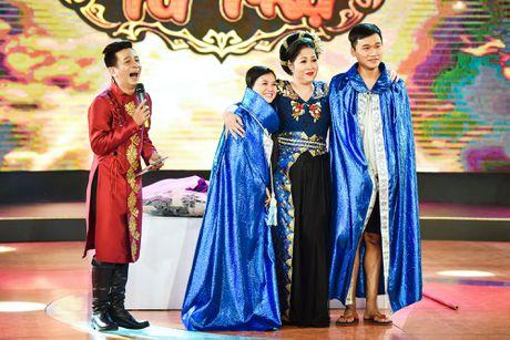 Chang trai phuc vu quan an gay xuc dong o game show hai - Anh 13