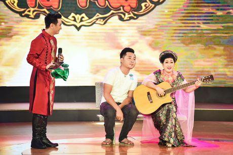 Chang trai phuc vu quan an gay xuc dong o game show hai - Anh 17