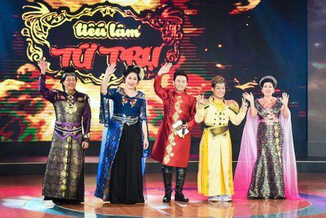 Chang trai phuc vu quan an gay xuc dong o game show hai - Anh 1
