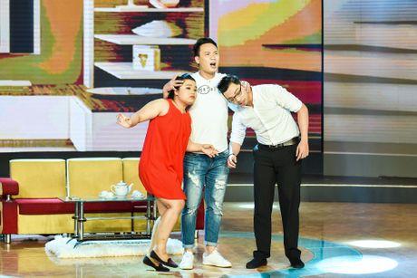 Chang trai phuc vu quan an gay xuc dong o game show hai - Anh 8