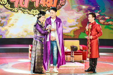Chang trai phuc vu quan an gay xuc dong o game show hai - Anh 9