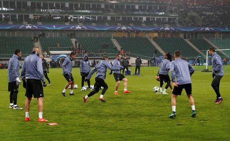 Legia Warszawa vs Real (0-1 H1): Bale volley dang cap - Anh 3