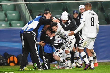 Ronaldo tit ngoi, Real suyt nhan that bai tren dat Ba Lan - Anh 9