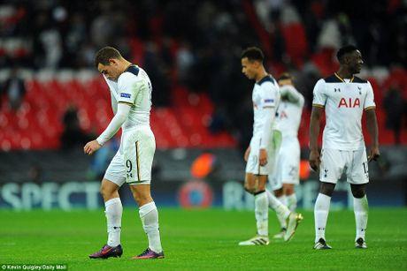Doi cua Chicharito thang Tottenham o Champions League - Anh 10