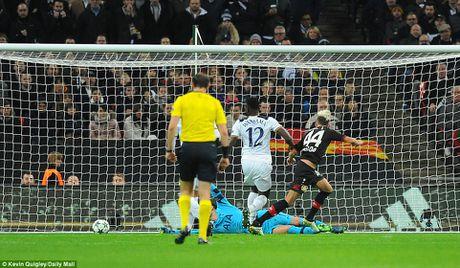Doi cua Chicharito thang Tottenham o Champions League - Anh 4