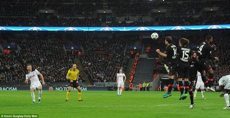 Doi cua Chicharito thang Tottenham o Champions League - Anh 6