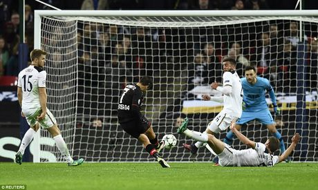 Doi cua Chicharito thang Tottenham o Champions League - Anh 7