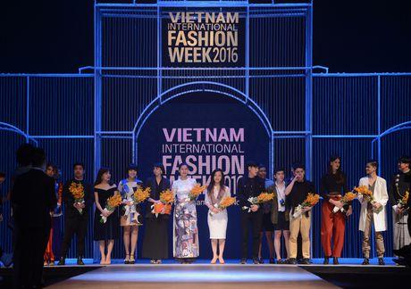 Diem tru o dem mo man Tuan le Thoi trang Quoc te Viet Nam - Anh 2