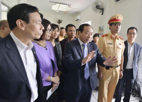CSGT 'phat nguoi' qua camera tren cao toc Noi Bai-Lao Cai - Anh 2