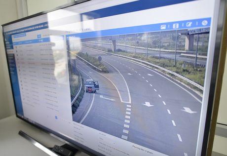 CSGT 'phat nguoi' qua camera tren cao toc Noi Bai-Lao Cai - Anh 6