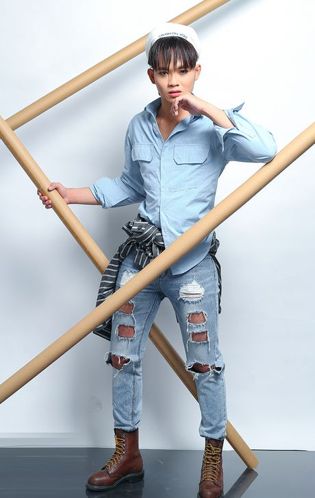 Quan quan Cuoi xuyen Viet phoi quan jeans rach ca tinh - Anh 6