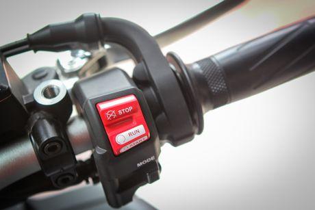 Moto Yamaha 1.000 phan khoi mau doc tai Ha Noi - Anh 13