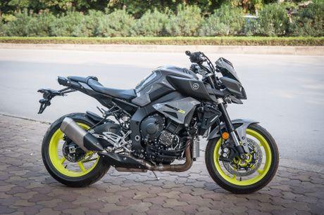Moto Yamaha 1.000 phan khoi mau doc tai Ha Noi - Anh 2
