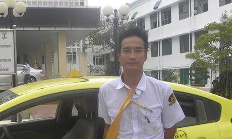 Quang Binh: Tai xe do de cho san phu ngay tren xe taxi - Anh 1