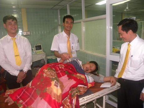 Quang Binh: Tai xe do de cho san phu ngay tren xe taxi - Anh 2