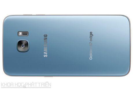 Can canh Galaxy S7 Edge mau xanh coral sap len ke o Viet Nam - Anh 21