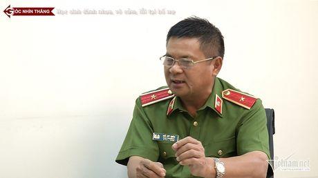 Thieu tuong Ho Sy Tien xot xa truoc bao luc hoc duong - Anh 1