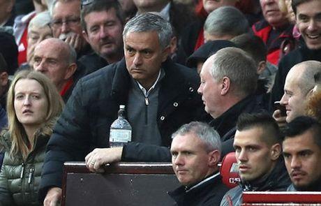 Mourinho bi cam chi dao 1 tran, nop phat 58.000 bang - Anh 1