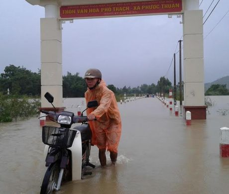 Lu lon tan cong Binh Dinh- Phu Yen, 7 nguoi chet, mat tich - Anh 13