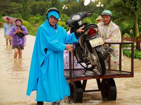Lu lon tan cong Binh Dinh- Phu Yen, 7 nguoi chet, mat tich - Anh 15