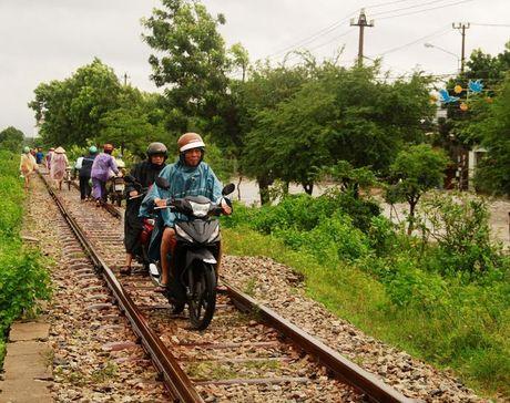 Lu lon tan cong Binh Dinh- Phu Yen, 7 nguoi chet, mat tich - Anh 17