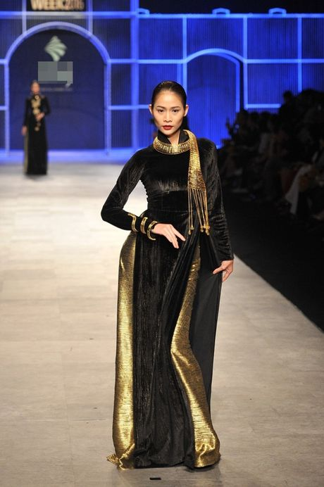 Thanh Hang om bo sen vang hon 2 ty len san catwalk - Anh 8