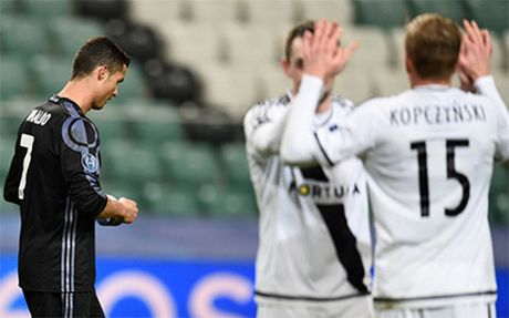 Ronaldo im tieng, Real Madrid hoa that vong truoc Legia Warszawa - Anh 3