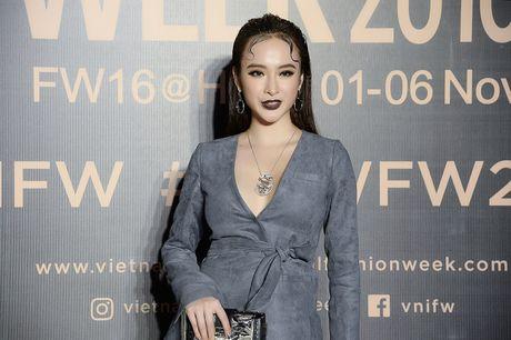 Angela Phuong Trinh gay chu y voi phong cach ma mi tai VIFW 2016 - Anh 2