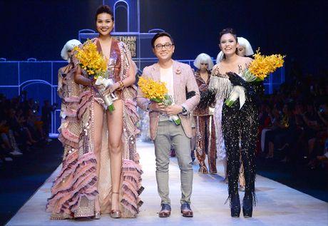 Sieu mau Thanh Hang lien tuc bien hoa tai Tuan le thoi trang quoc te - Anh 5
