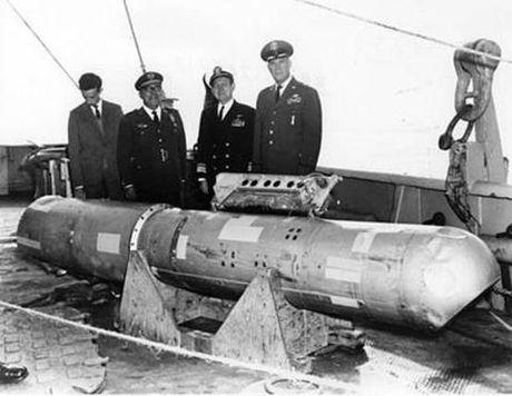Cuong kich A-10 roi gan het bom khi dien tap - Anh 2