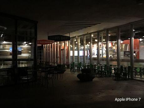 iPhone 7 Plus so tai voi zoom voi iPhone 7 - Anh 11