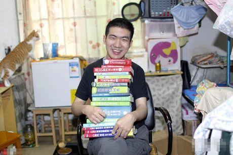 Chang trai TQ bi bai nao van tot nghiep thac sy - Anh 1