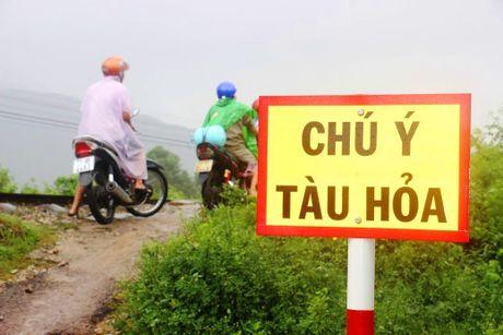 Tranh lu tren… duong tau hoa, dan cuong cuong thoat than - Anh 1