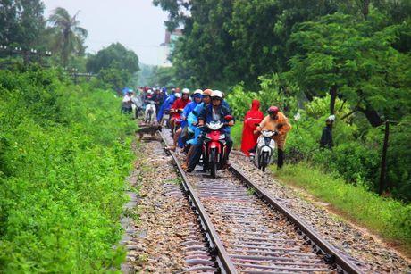 Tranh lu tren… duong tau hoa, dan cuong cuong thoat than - Anh 4