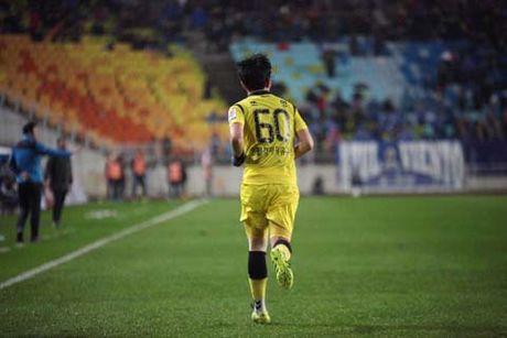 Bao FourFourTwo so sanh Xuan Truong voi 'Messi Thai' - Anh 1