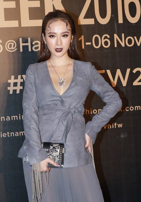 'Do mat' moi lan Angela Phuong Trinh dien vest... khong noi y - Anh 2