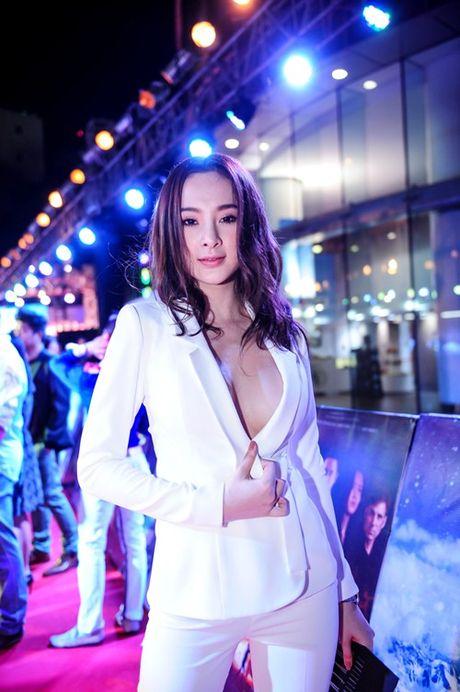 'Do mat' moi lan Angela Phuong Trinh dien vest... khong noi y - Anh 7