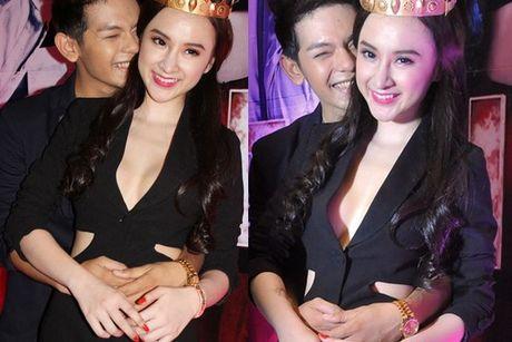 'Do mat' moi lan Angela Phuong Trinh dien vest... khong noi y - Anh 9