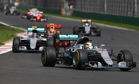 An mung chien thang Mexico Grand Prix, Hamilton dua vui voi ho - Anh 2