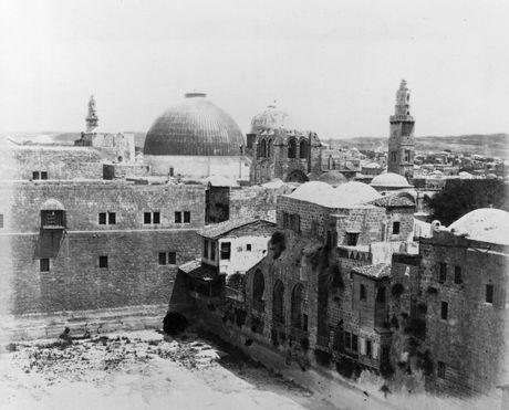Ben trong nha tho Mo Thanh linh thieng nhat Jerusalem - Anh 5