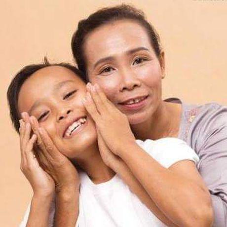 Ho Van Cuong thay doi ra sao khi lam con nuoi Phi Nhung? - Anh 2