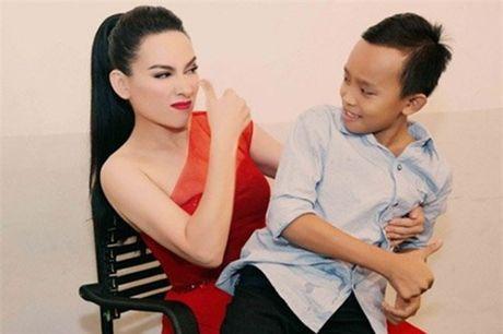 Ho Van Cuong thay doi ra sao khi lam con nuoi Phi Nhung? - Anh 4